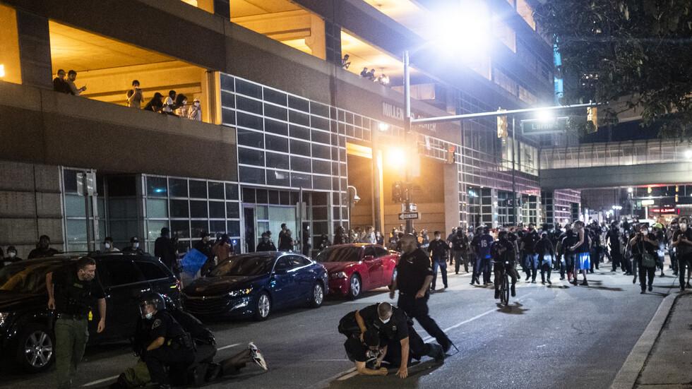 Един човек е загинал при стрелба срещу демонстранти в Детройт