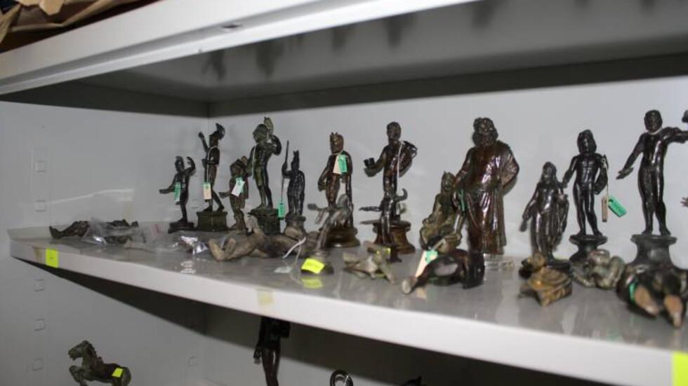 3385 ценни предмета са иззети от офиса на Божков, само 212 от тях са регистрирани