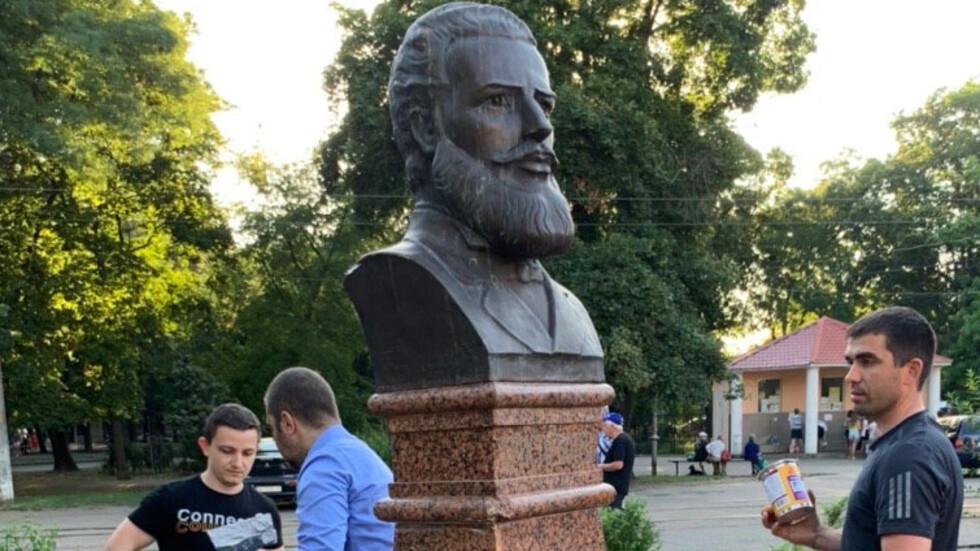 Възстановиха паметника на Ботев в Одеса