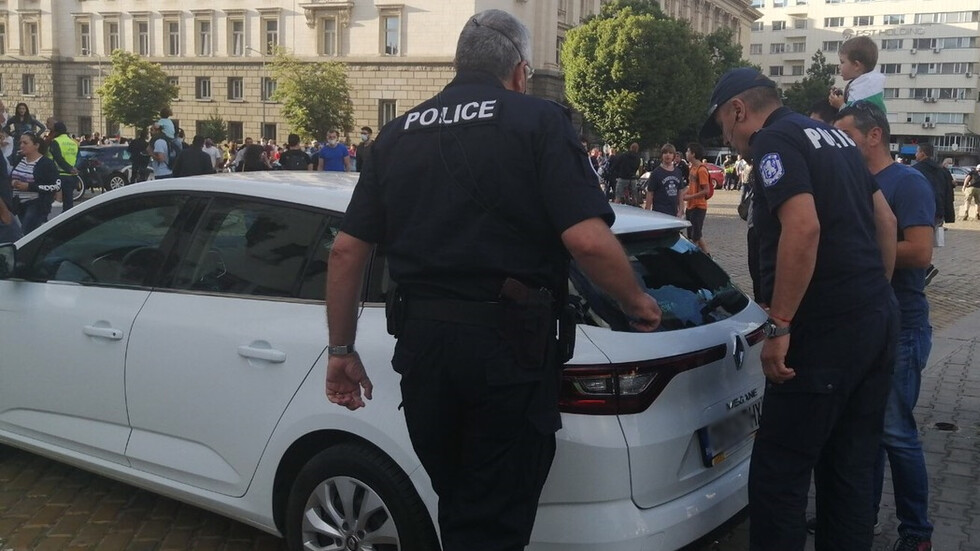 Пиян счупи кола на NOVA, арестуваха го