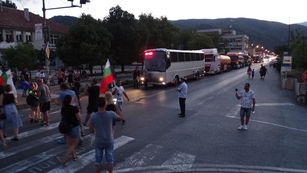 Протестиращи блокираха Е-79 при Кресна