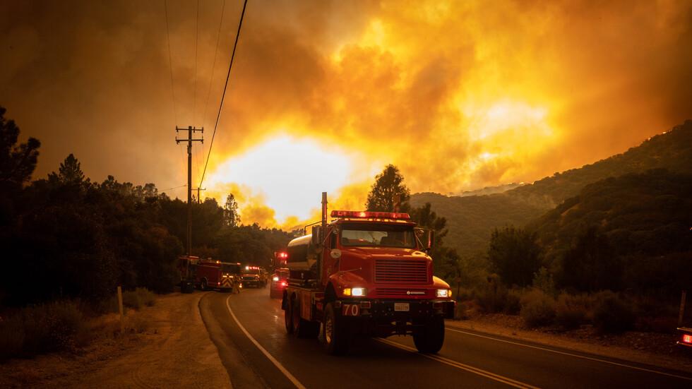 Пожар обхвана 40 000 дка гори в Лос Анджелис