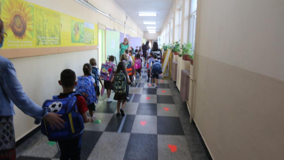 ПЪРВИ УЧЕБЕН ДЕН: Училищата отварят при засилени противоепидемични мерки