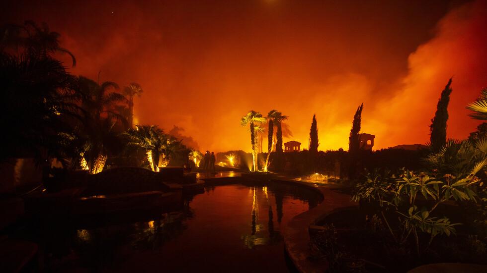 100 000 души са евакуирани заради пожари в Южна Калифорния