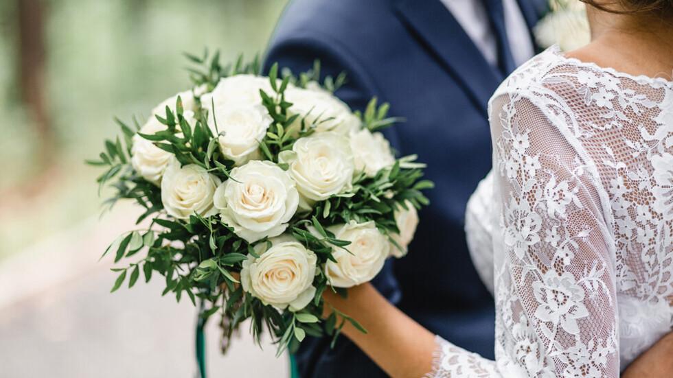 Звездните двойки, които отложиха сватбите си заради пандемията
