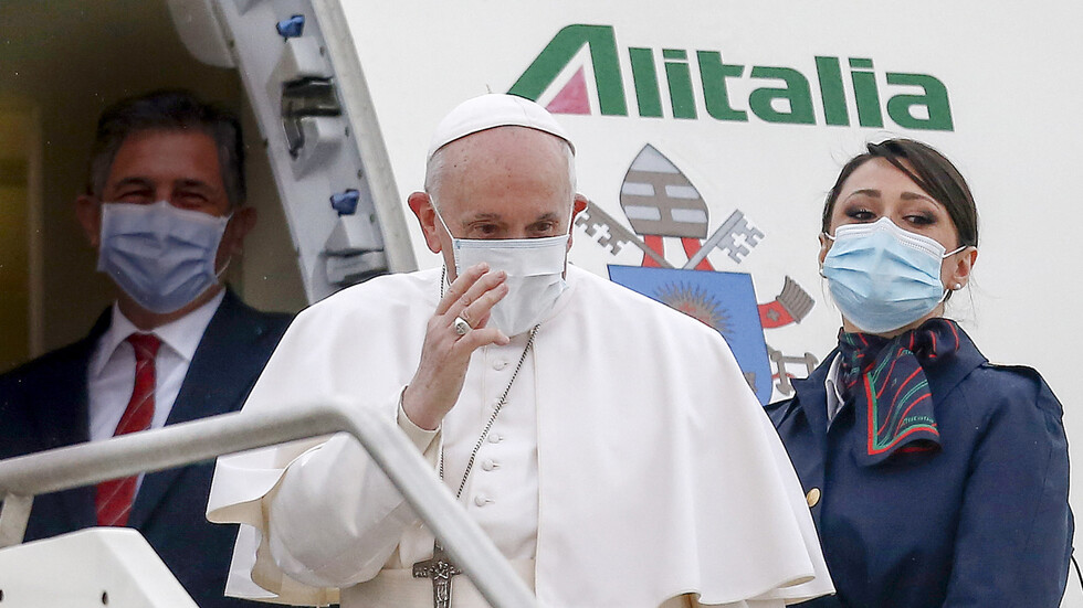 Папа Франциск пристигна в Ирак