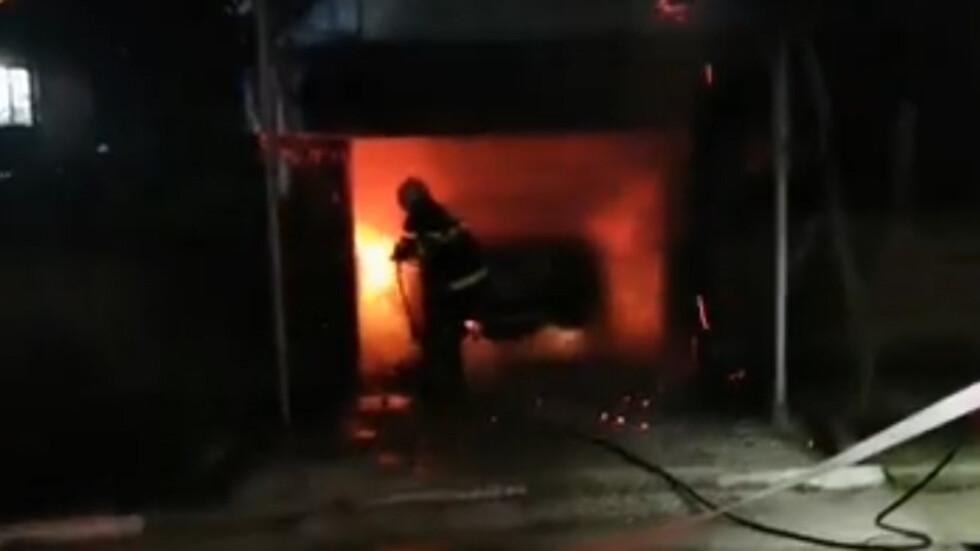 Пламна автомобилът на журналист от Червен бряг