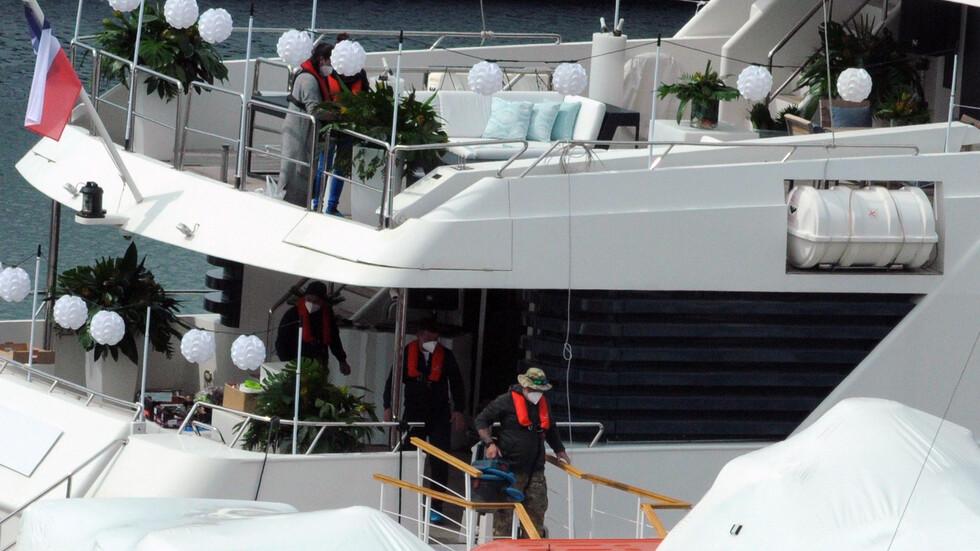 """Лиъм Нийсън се качва на яхтата на """"криптокралицата"""" Ружа Игнатова"""