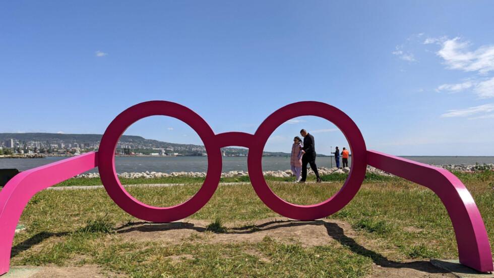 Във Варна гледат морето през розови очила