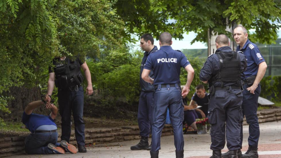 Намушкаха мъж в тролей в София