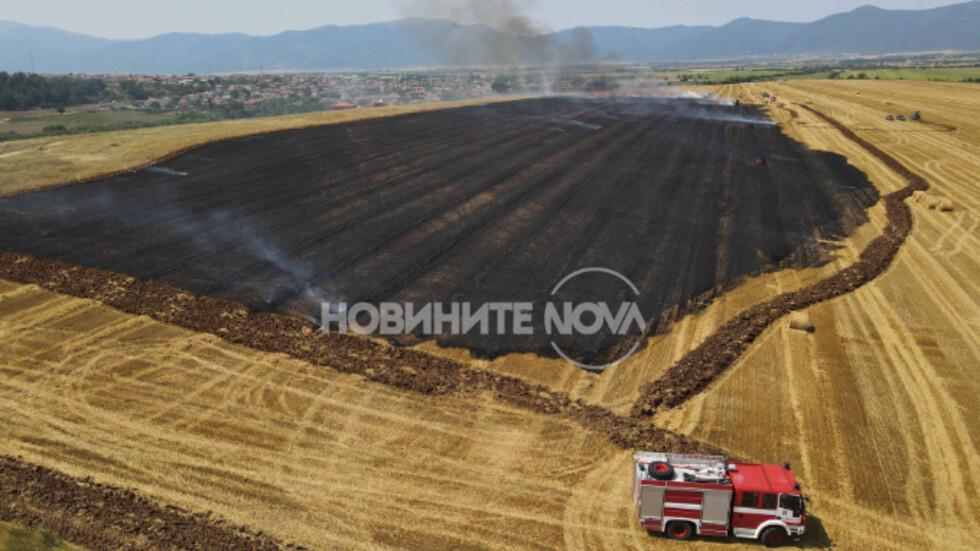 Трактор се запали и предизвика пожар в стърнище