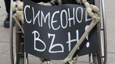 ПРОТЕСТ: Майки на деца с увреждания искат оставката на Ваелри Симеонов
