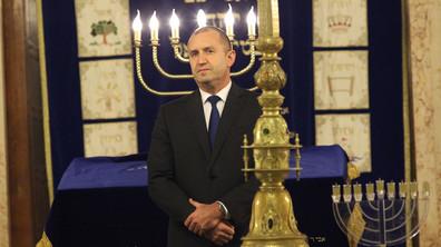 Президентът запали осмата свещ на Ханука