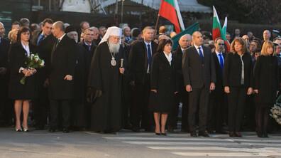 България се прекланя пред Апостола