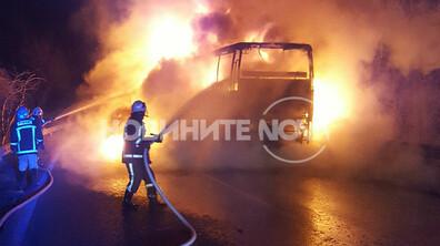 Изгорял автобус затвори пътя Русе - Бяла