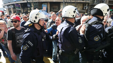 Няколкостотин демонстранти протестират в Белград