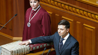 Володимир Зеленски встъпи в длъжност като президент на Украйна