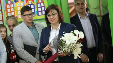 Корнелия Нинова гласува на Европейските парламентарни избори