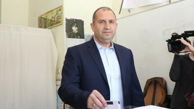 Президентът Радев гласува