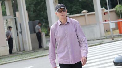 Ексминистър Румен Овчаров се появи в съда