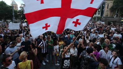 Хиляди на протест срещу правителството в Грузия