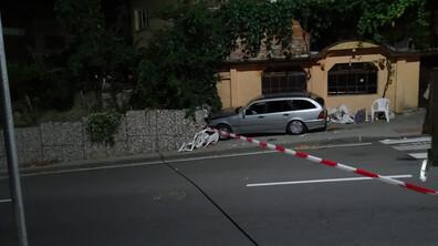 Кола се вряза в заведение в Дупница, уби посетител и рани двама