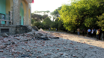 68 ранени след двата силни труса в Албания