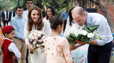 Кейт и Уилям играха крикет и посетиха джамия в Пакистан
