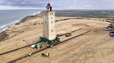 Преместиха 120-годишен морски фар, застрашен от ерозия