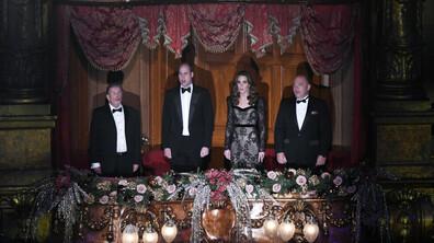 Херцогиня Кейт сияе в черна дантелена рокля, спираща дъха.