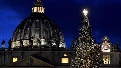 Грейнаха светлините на коледното дърво в Рим