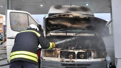 Микробус пламна на бензиностанция в Хасково