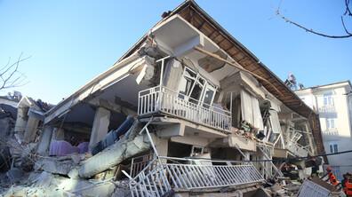 19 загинали и над 900 ранени след земетресението в Турция