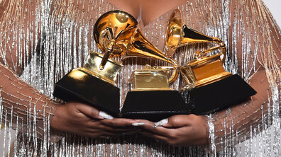"Стил и сексапил завладяха червения килим на наградите ""Грами"""