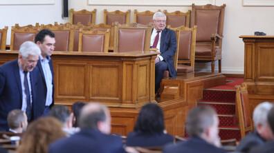 СКАНДАЛ В ПАРЛАМЕНТА: Патриотите обвиниха ГЕРБ в задкулисни договорки с ДПС