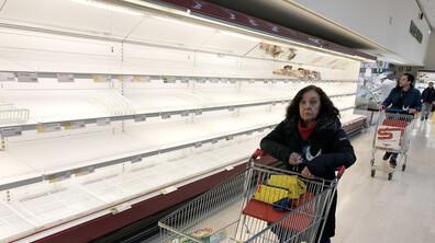 Страхът опразни магазините в Италия