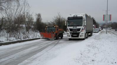 Пътят Русе-Бяла е затворен, 7 населени места имат проблеми с тока