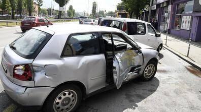 Верижна катастрофа между тролей и 6 коли задръсти столично кръстовище