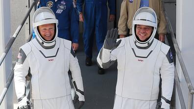 SpaceX отново ще опита да изстреля двамата космонавти до МКС (ВИДЕО)