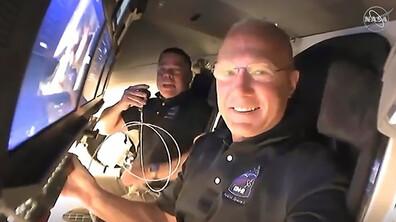 Екипажът на Crew Dragon влезе в МКС