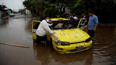 Тропически бури взеха жертви в Централна Америка