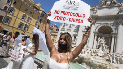 Бъдещи булки протестираха срещу ограниченията зарази COVID-19 в Италия