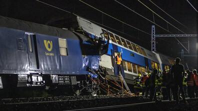 Два влака се сблъскаха близо до Прага