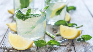 Какво се случва с тялото, ако заменим всички напитки с вода?