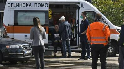 Лек автомобил и линейка катастрофираха в центъра на София