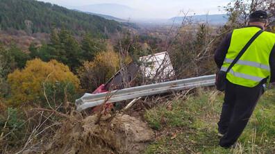 Тир излетя от пътя Гюешево-Кюстендил