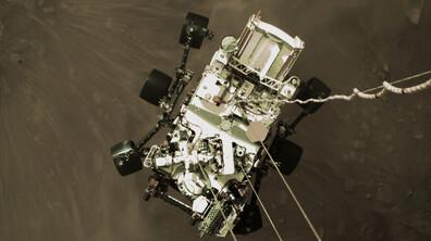 НАСА показва зрелищи първи кадри от Марс