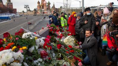 Хиляди руснаци почетоха паметта на Борис Немцов