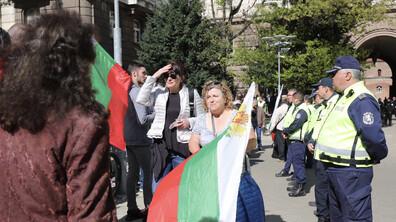 Два протеста под прозорците на Президентството