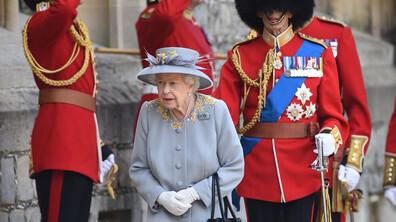 Кралица Елизабет Втора прие военния парад в чест на официалния й рожден ден
